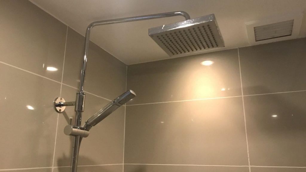 Sofitel Manila Badezimmer Dusche
