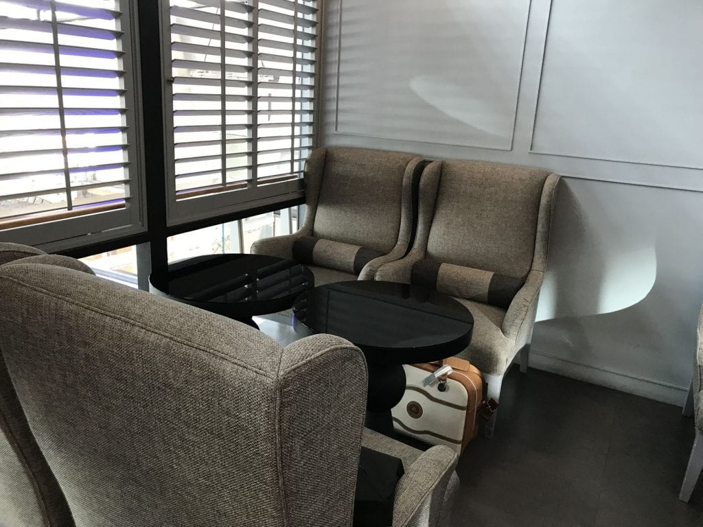 The Coral First Class Lounge Phuket Sitzmöglichkeiten 1