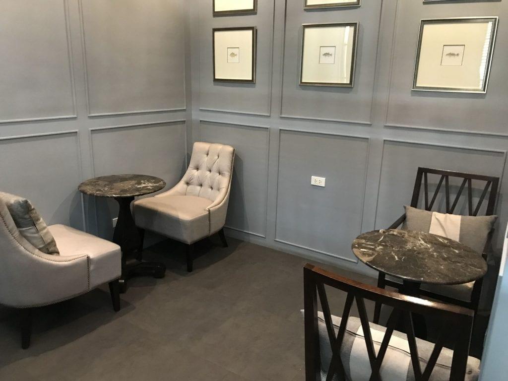 The Coral First Class Lounge Phuket Sitzmöglichkeiten Privat