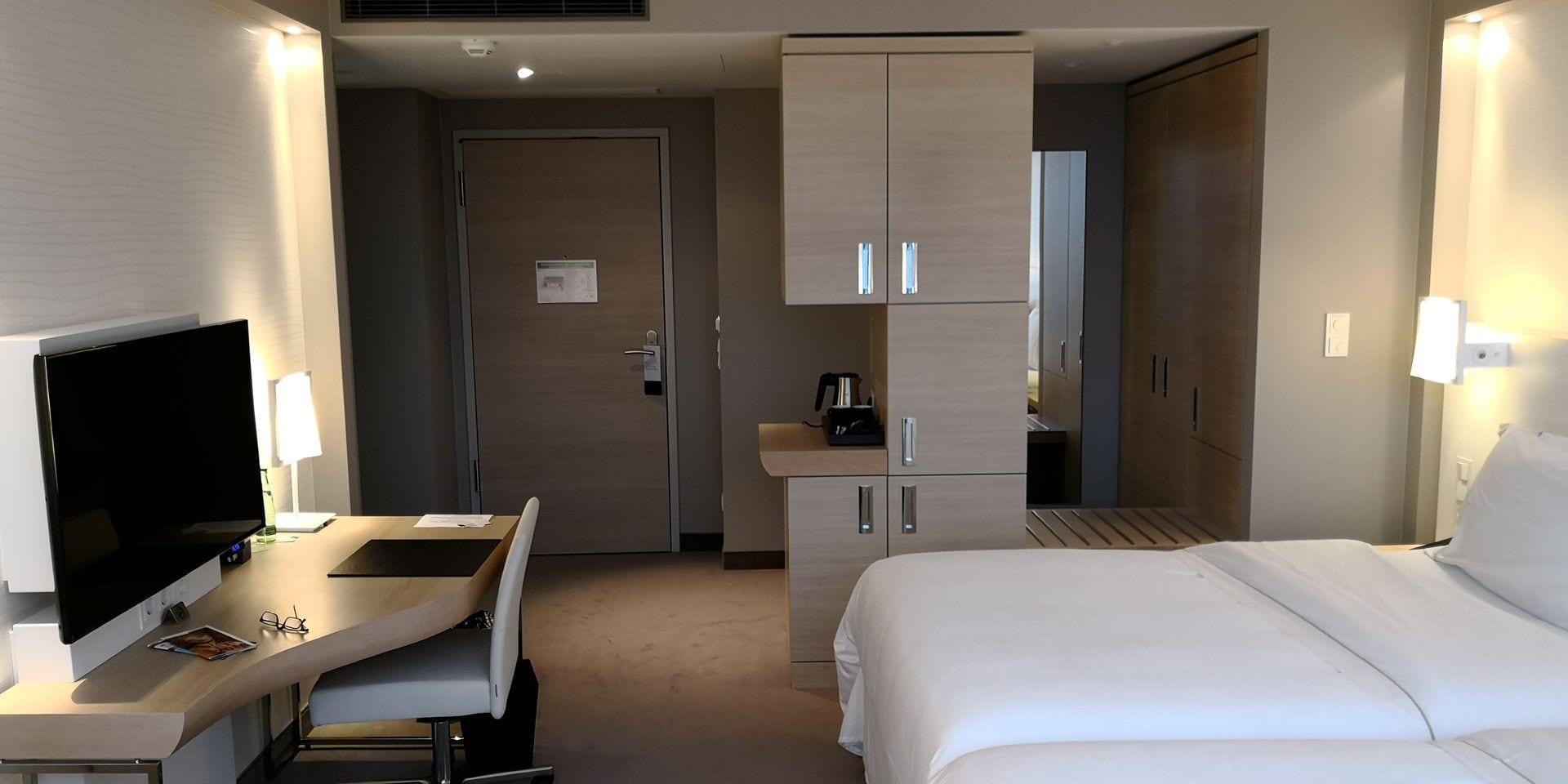 the westin hamburg elbphilharmonie zimmer blick vom fenster. Black Bedroom Furniture Sets. Home Design Ideas