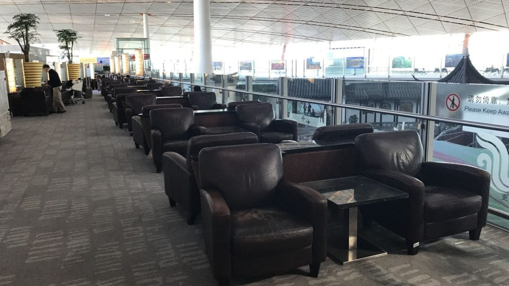 air china business class lounge peking sessel