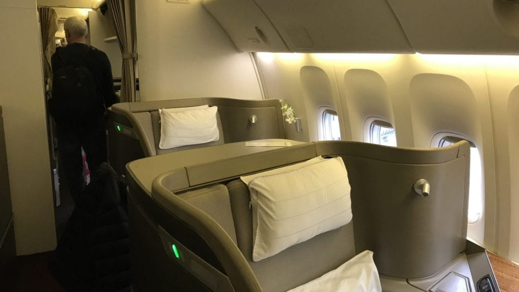 cathay pacific first class Boeing 777 kabine 2