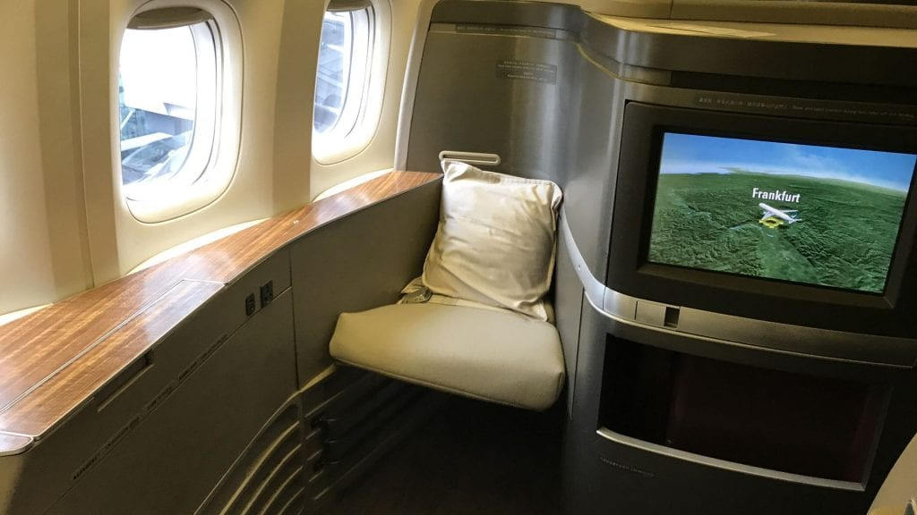 cathay pacific first class boeing 777 sitz 3