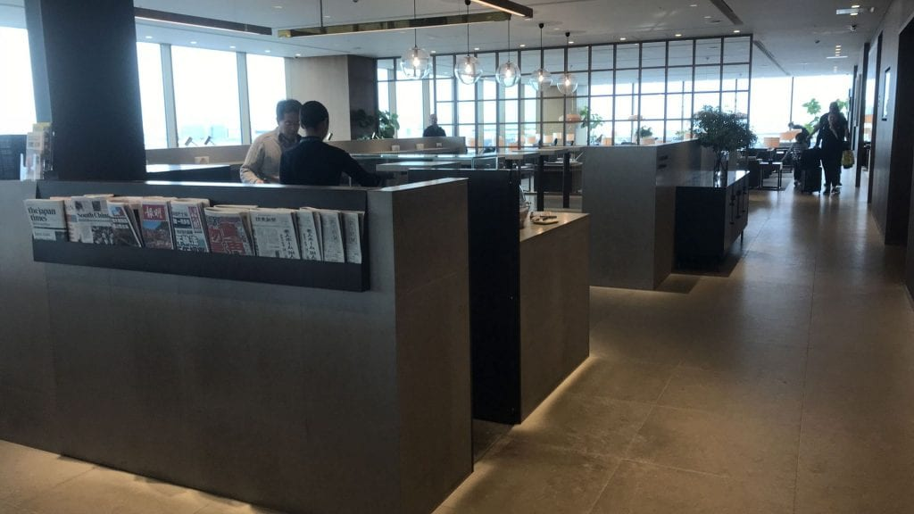 cathay pacific lounge tokio haneda seating