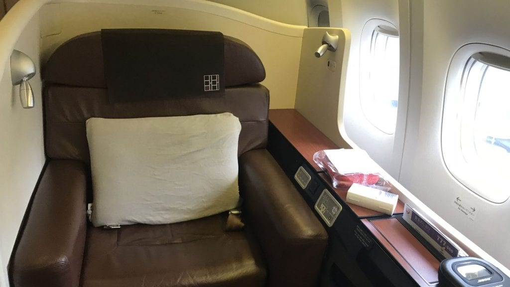 japan airlines first class Boeing 777 Sitz