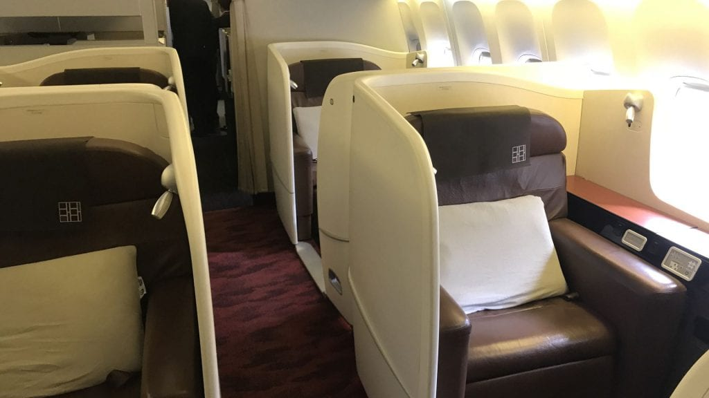 japan airlines first class boeing 777 kabine