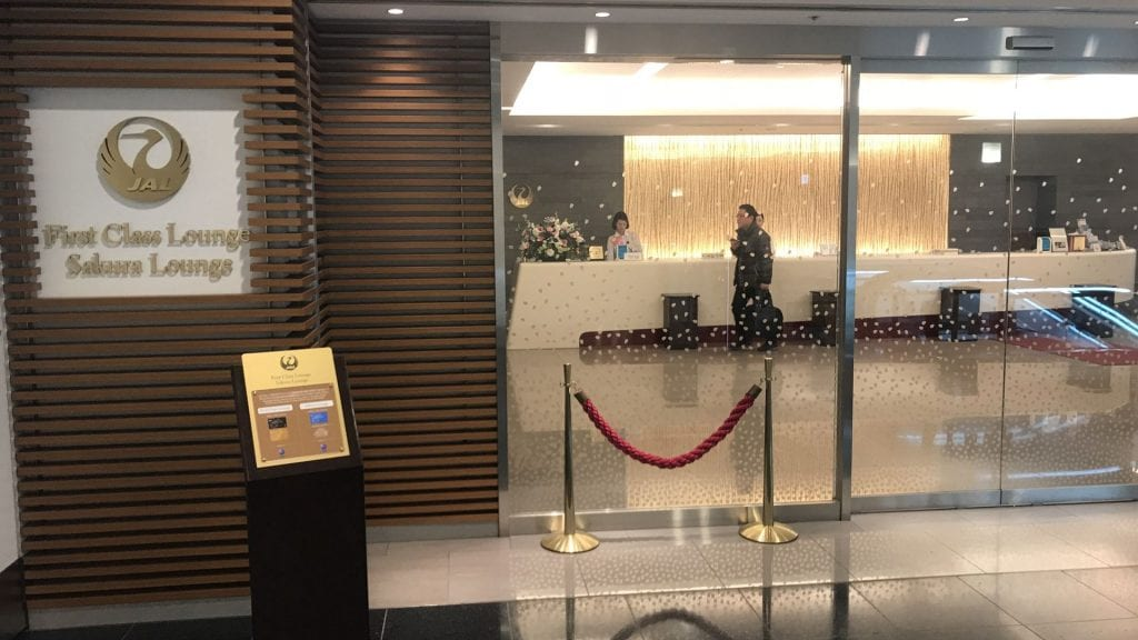 japan airlines first class lounge tokio haneda eingang