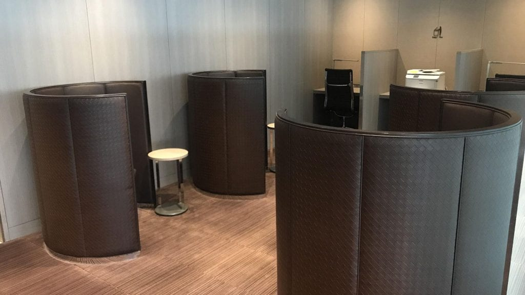 japan airlines first class lounge tokio haneda lounge bereich