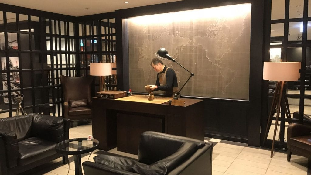 japan airlines first class lounge tokio haneda red room
