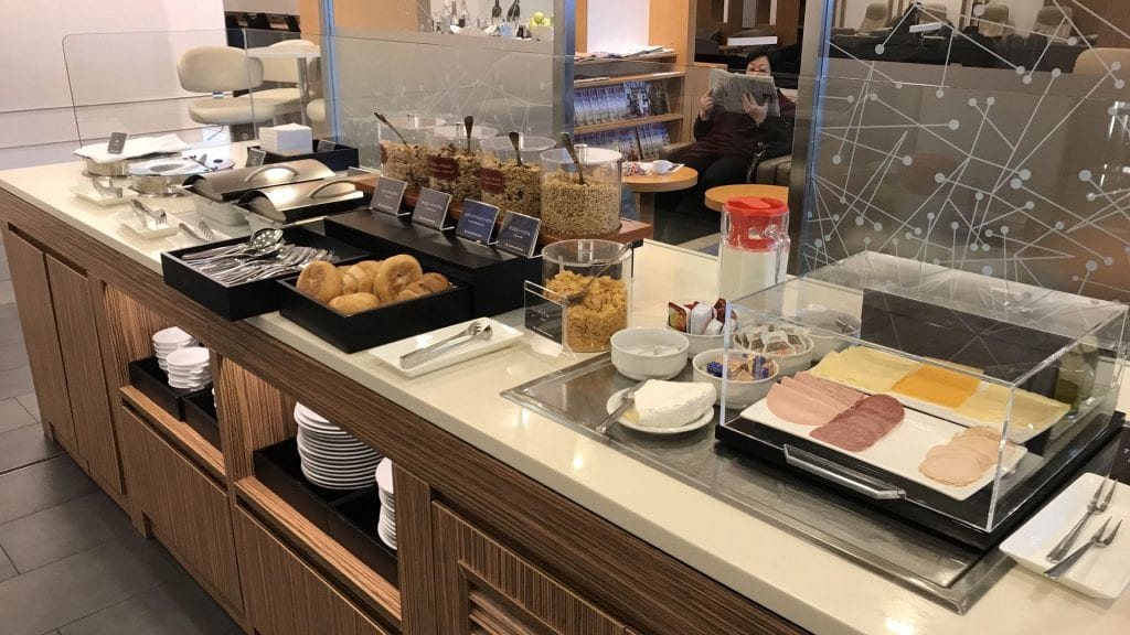 japan airlines sakura lounge frankfurt buffet 3
