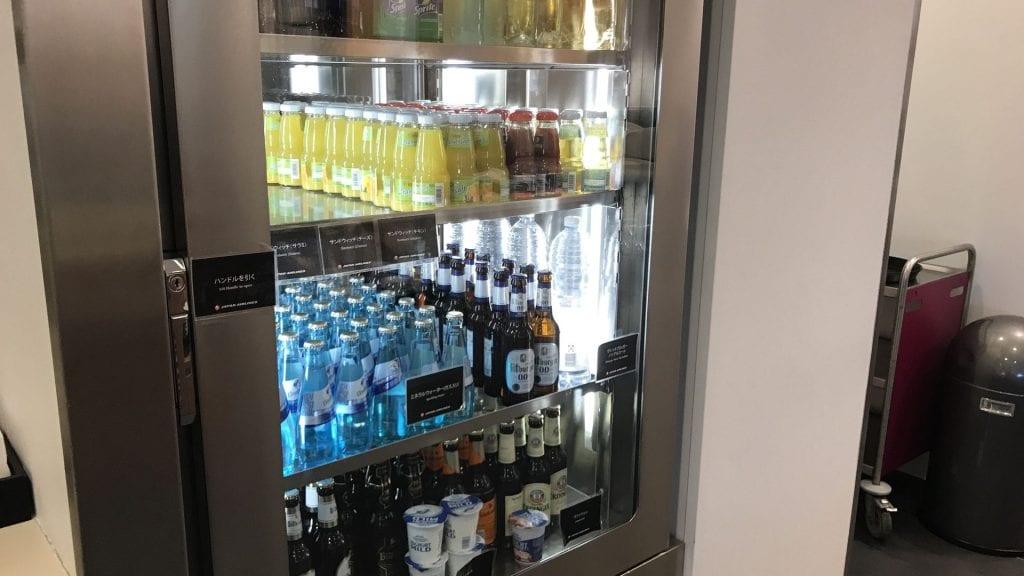japan airlines sakura lounge frankfurt kühlschrank