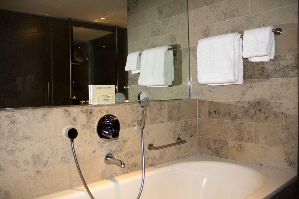 Hilton Den Haag Executive Zimmer Bad 2