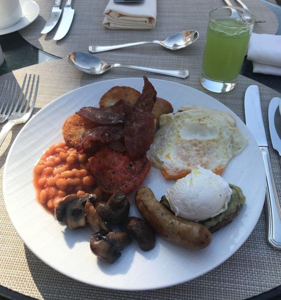 Waldorf Astoria Dubai Palm Jumeirah Frühstück Teller