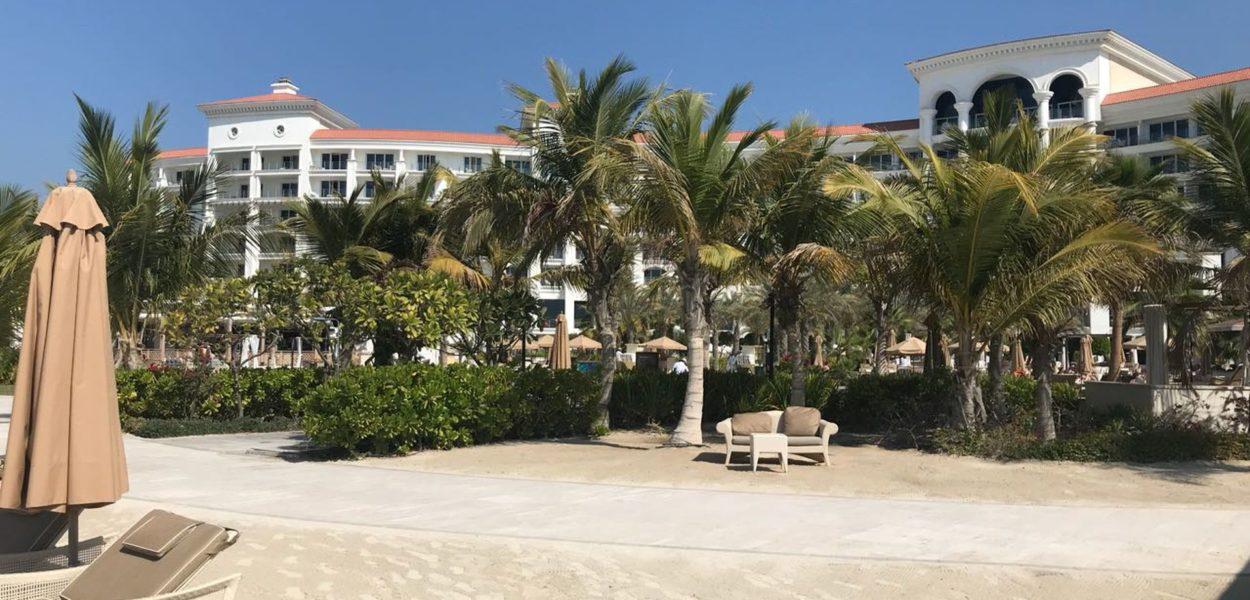 Waldorf Astoria Palm Jumeirah Strandblick auf Hotel