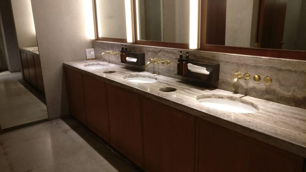 Cathay Pacific Lounge Bangkok Washrooms