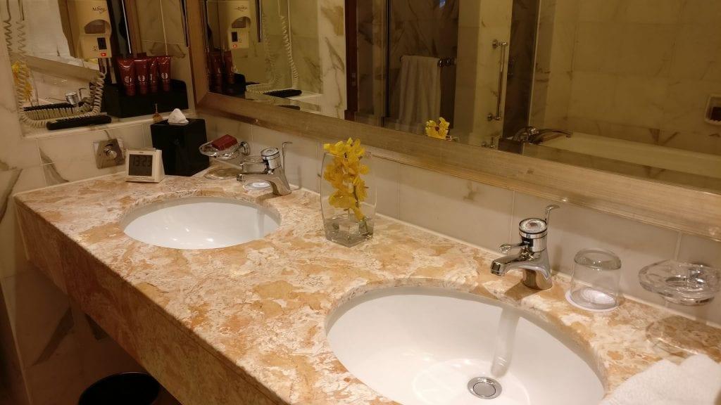 Conrad Hong Executive Peak Suite Bathroom 2