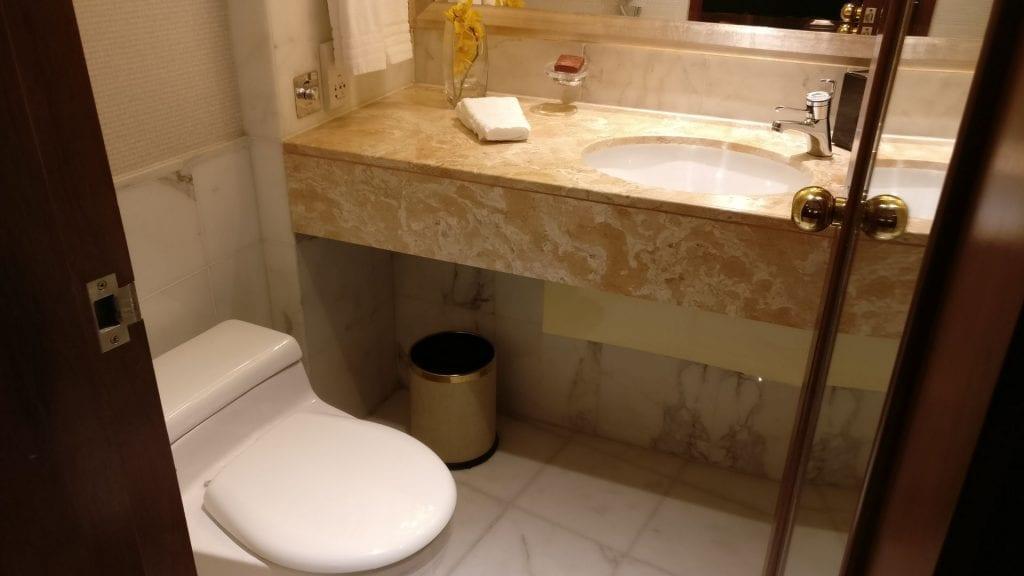 Conrad Hong Executive Peak Suite Guest Bathroom