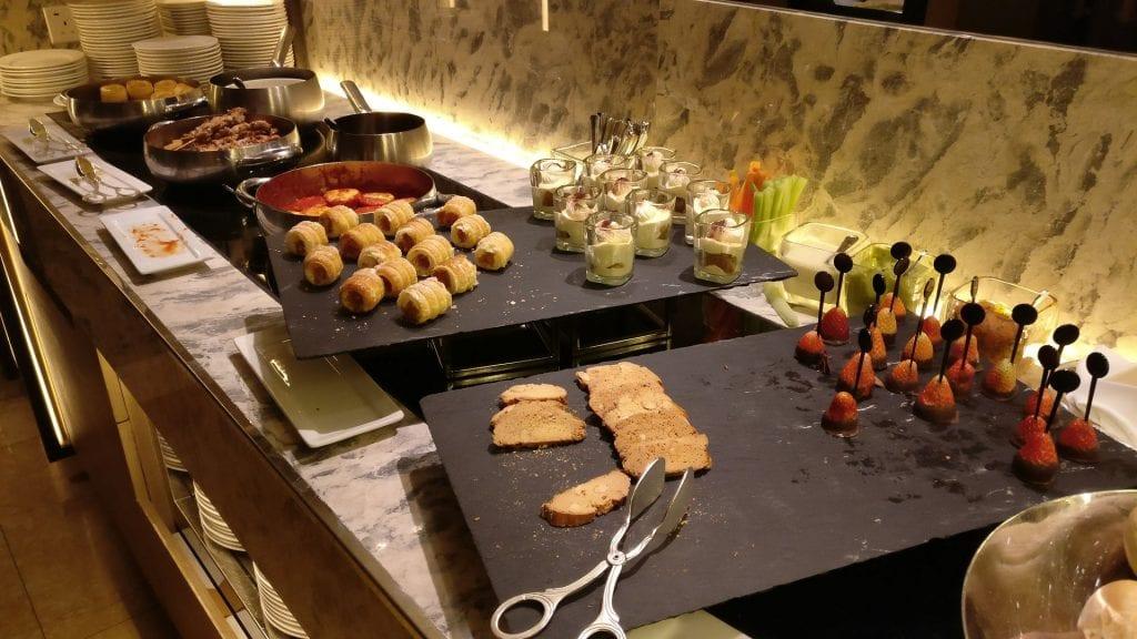 Conrad Hongkong Executive Lounge Evening Spread
