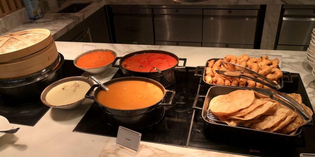Hilton Garden Inn Singapore Serangoon Frühstück Asiatisch