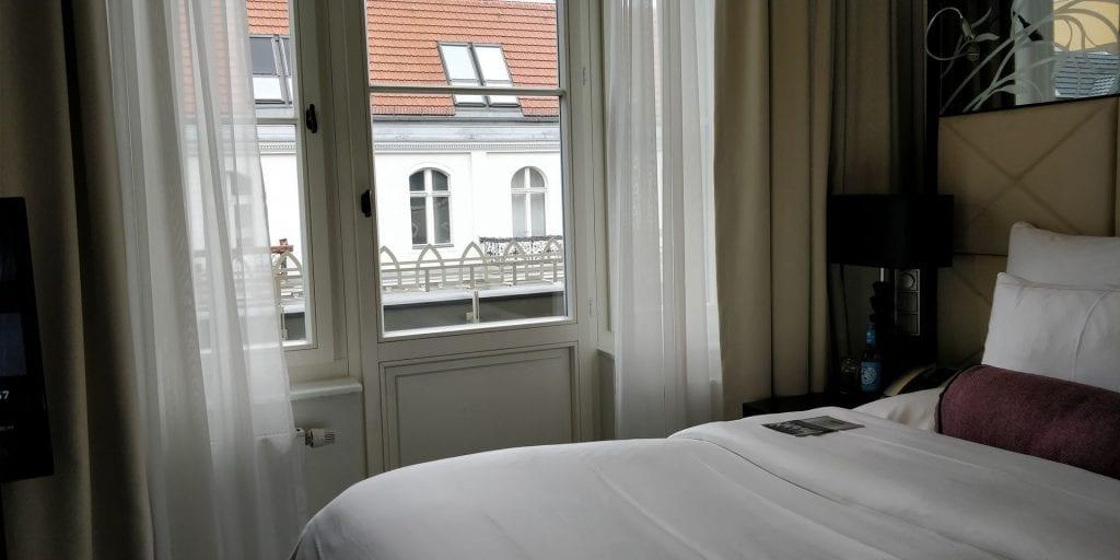 Hotel am Steinplatz Autograph Collection Berlin Zimmer Balkon Superior