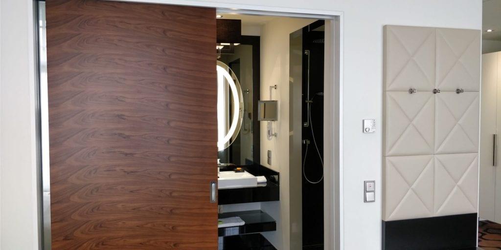 Hotel am Steinplatz Autograph Collection Zimmer Dusche Bad