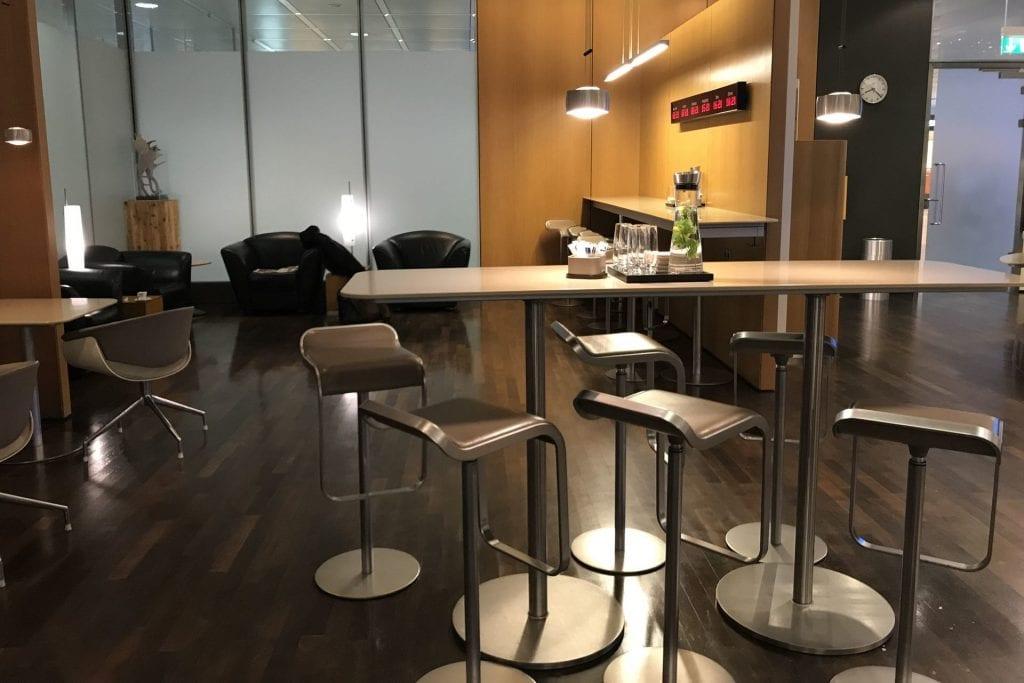 Lufthansa senator Café München sitzgelegenheiten