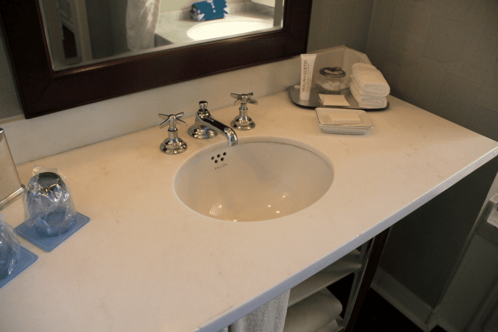 Shutters on the Beach Deluxe Room Bathroom 2