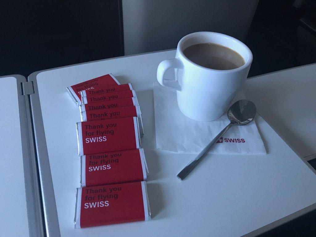 Swiss Business Class Airbus A330 Essen Kaffee Schokolade