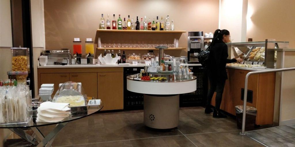 Club SEA Lounge Mailand Malpensa Sala Monteverdi Buffet Raum