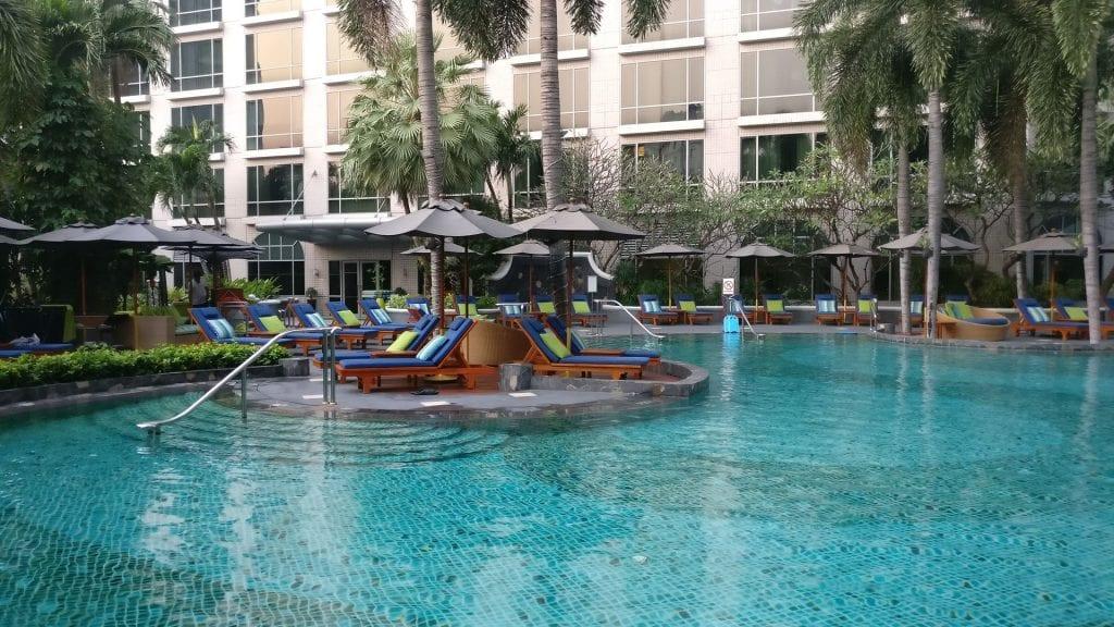 Conrad Bangkok Pool 3