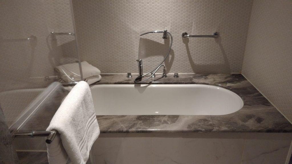 Conrad Istanbul Executive Room Bathroom 4