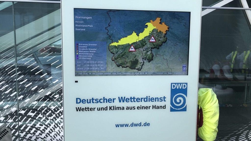 Frankfurter Flughafen Terrasse DWD