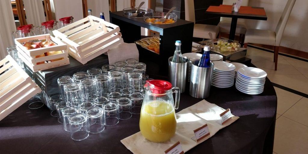Hilton Garden Inn Milan Malpensa Frühstück Buffet Saft