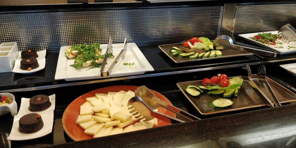 Hilton Milan Executive Lounge Buffet Auswahl Abends