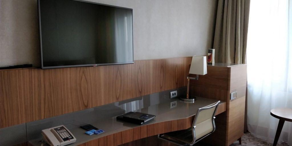 Hilton Milan Schreibtisch