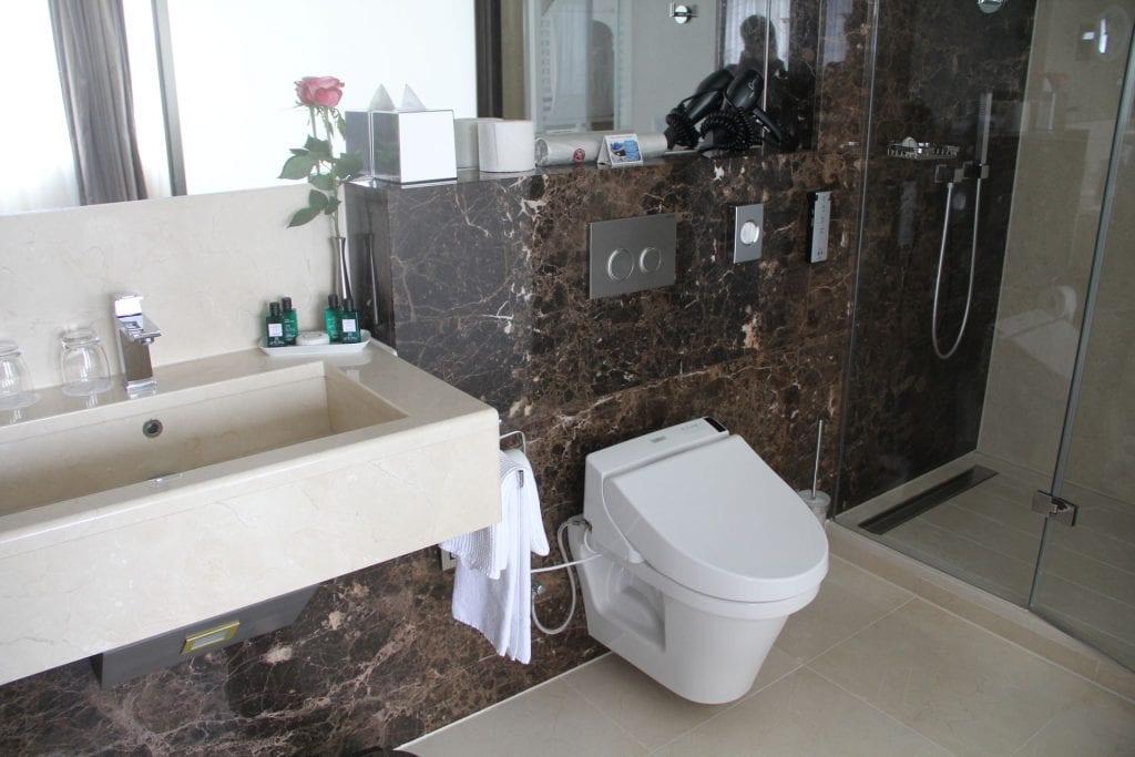 Hotel Le Royal Luxemburg Privilege Room Bad 4