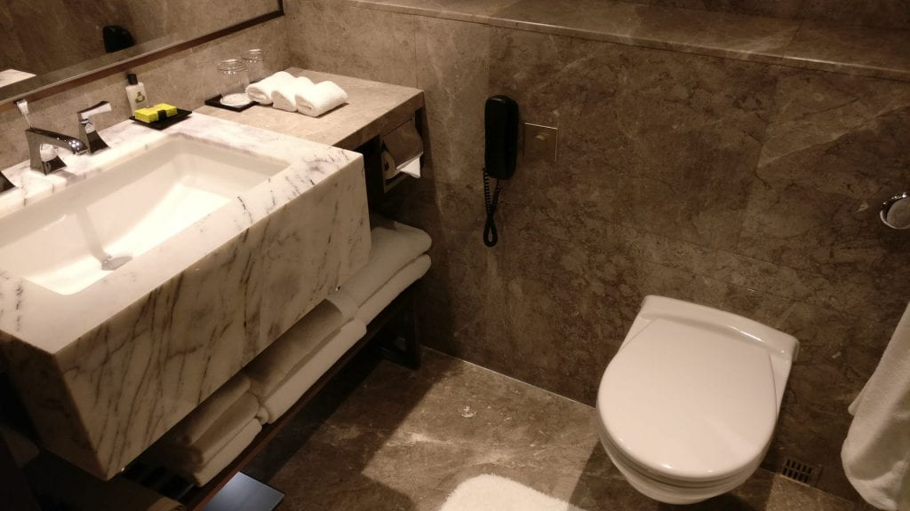 InterContinental Grand Stanford Hongkong Grand Premier Full Harbor View Bathroom