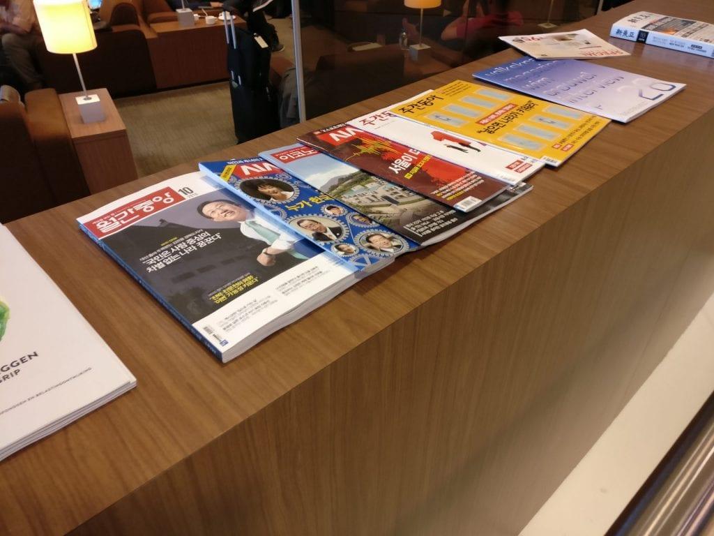 KLM Crown Lounge Amsterdam Non Schengen Magazines 2
