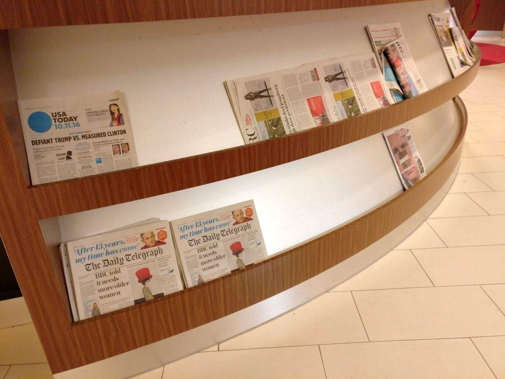 KLM Crown Lounge Amsterdam Schengen Zeitungen