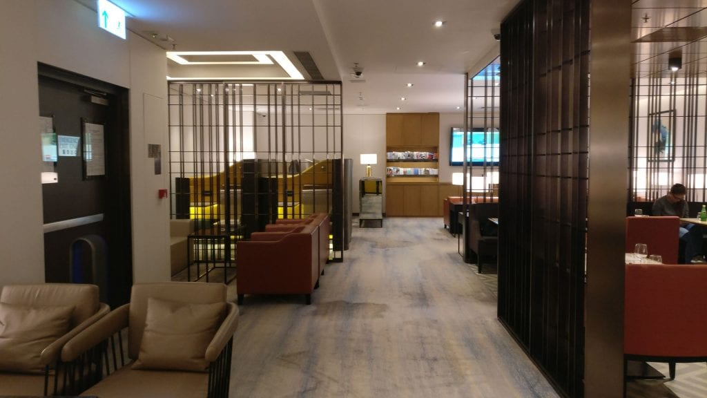 Singapore Airline First Class Lounge Hongkong