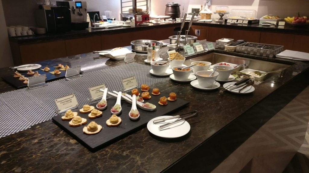 Singapore Airline First Class Lounge Hongkong Buffet 5