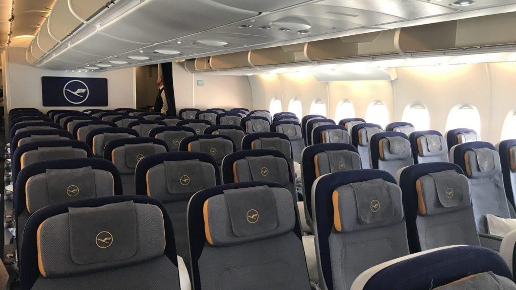 lufthansa economy class airbus a380 kabine