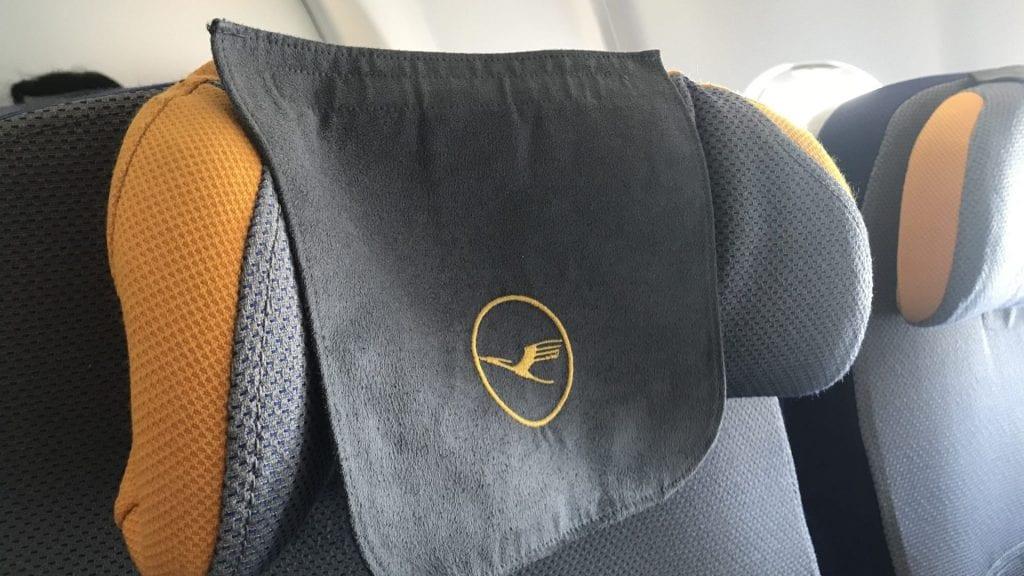 lufthansa economy class langstrecke airbus a330 kopfstütze