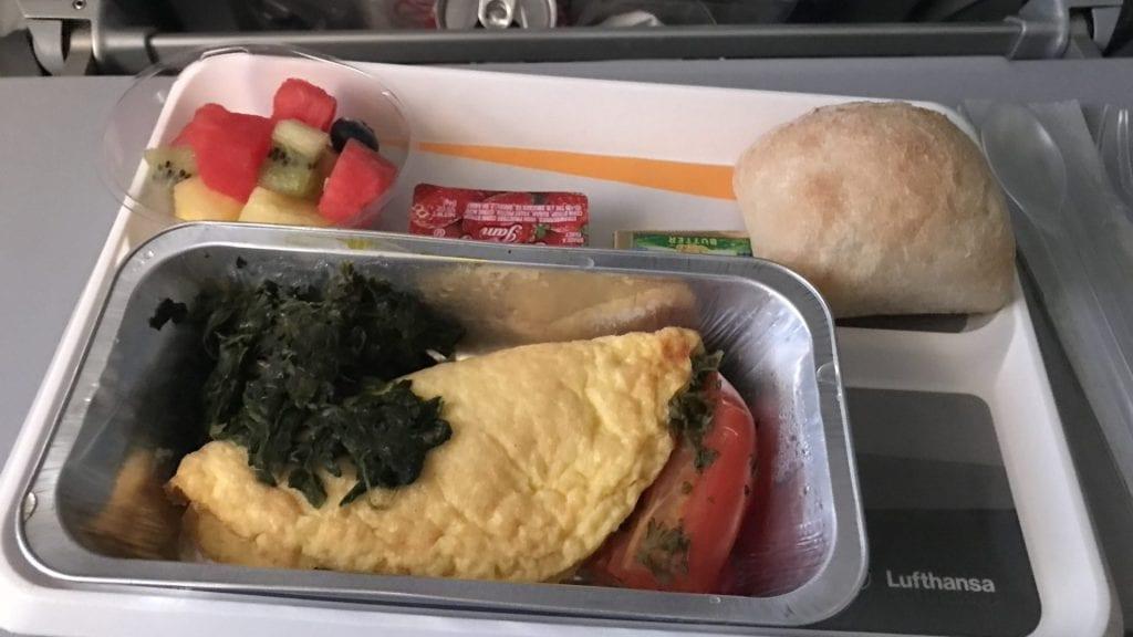 lufthansa economy class langstrecke airbus a380 frühstück