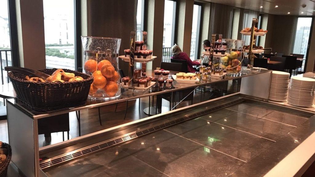 marriott berlin executive lounge snacks