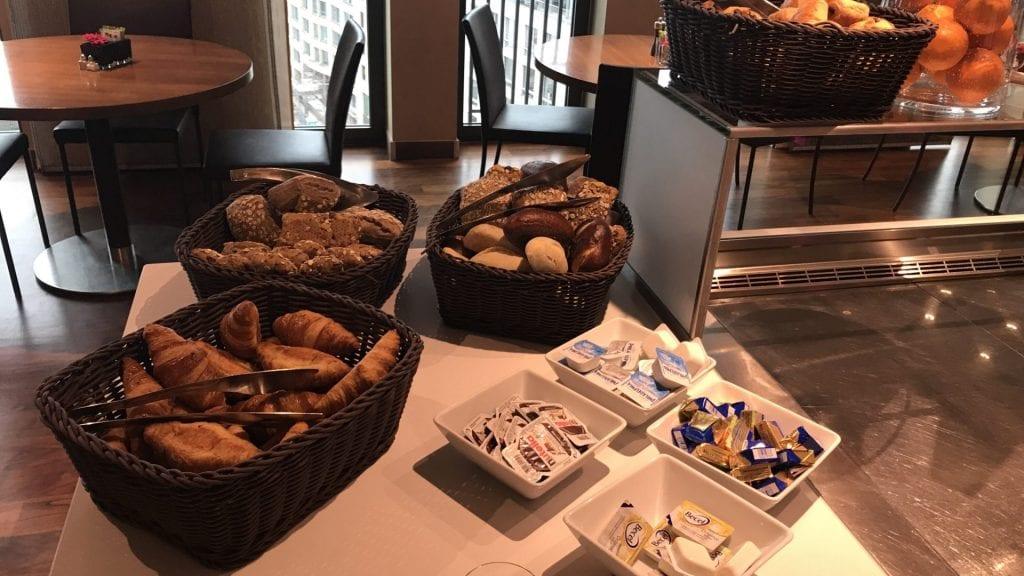 marriott berlin executive lounge snacks 2