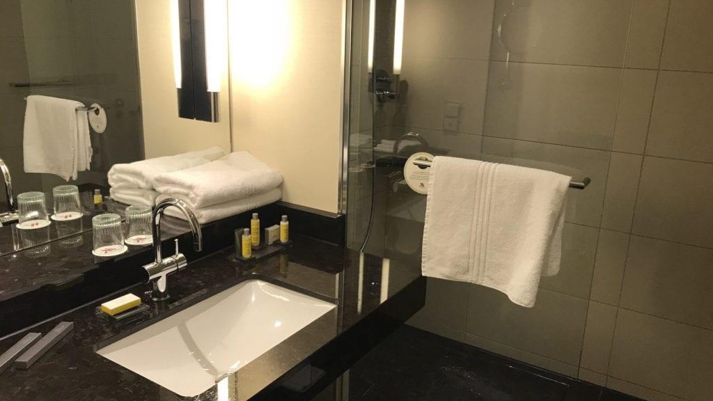 marriott berlin twin room dusche