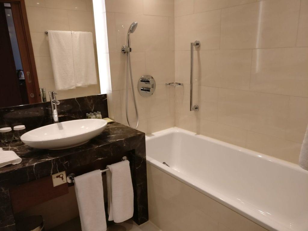 DoubleTree Warschau Convention Centre Executive Room Bathroom