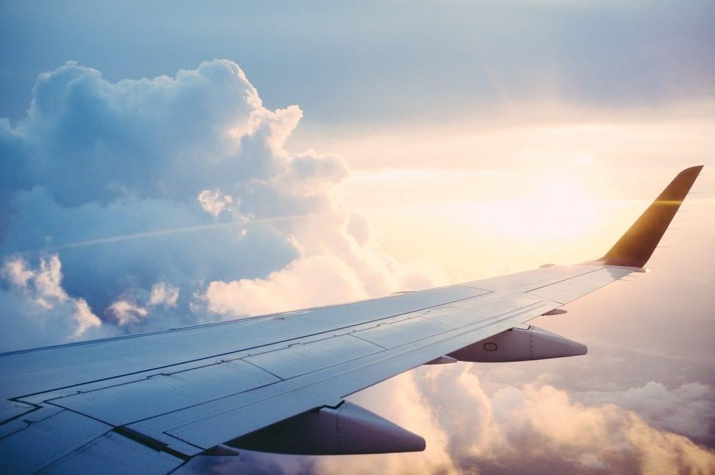 Flugzeug Flügel Wolken