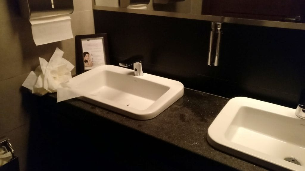 LOT Business Lounge Warschau Toiletten